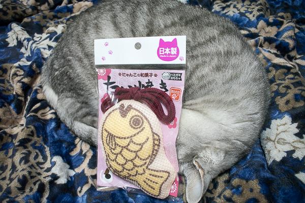 日本製猫のおもちゃ「にゃんこの和菓子たい焼き」
