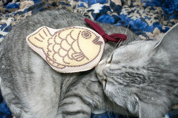 日本製猫のおもちゃ「にゃんこの和菓子たい焼き」はまたたび入り